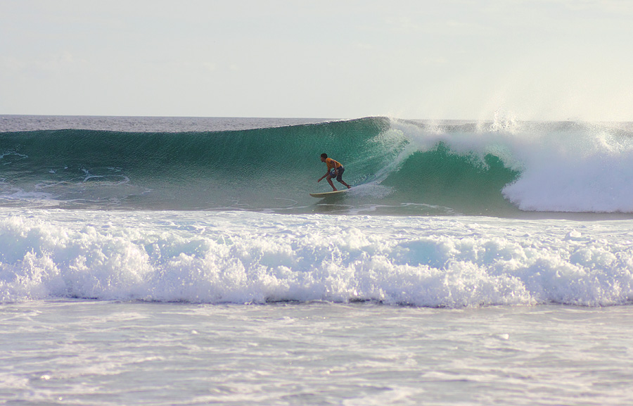 www.liburku.com   Surfing_Di_Pantai_Bo'a_rote