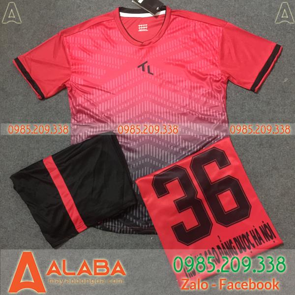 Áo bóng đá màu hồng
