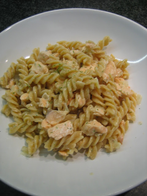 Vollkornnudeln mit Lachs-Sahne-Sauce