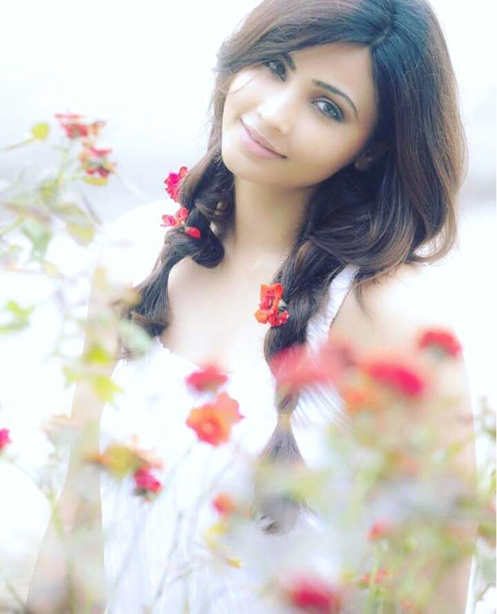 Daisy Shah HD Wallpapers 2016 From New Photoshoot