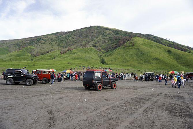 Jeep-Jeep di kawasan Bromo