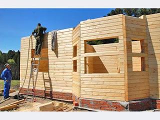 деревянное строительство – самый популярный способ возведения загородных строений. Дома из натуральной древесины экологичны, эстетичны и экономичны. Построенные дедовским способом бревенчатые дома многие века были наиболее распространенным и приемлемым жильем для населения различных климатических зон. Технологические нововведения, характеризующие деревянное строительство современности, существенно сокращают сроки возведения зданий. Обработка использующейся натуральной древесины претерпела радикальные качественные изменения. В результате значительно увеличились эксплуатационные показатели, и повысилась надежность строений. Дома из бруса возводятся как для постоянно проживающих за чертой мегаполисов, так и для любителей дачной жизни. Выбранные заказчиками варианты различаются лишь в отделке, утеплении и мощности стен, соответствующие климатическим показателям и вкусовым запросам. Деревянное строение приемлет любой вид интерьерной и экстерьерной облицовки. Конструктивные особенности брусовых домов предполагают установку всего разнообразия инженерных сетей.  Дома из бруса обладают рядом преимуществ перед зданиями, возведенными из других строительных материалов, это: •    легкий вес конструкции и минимальная постстроительная усадка, •    более низкая стоимость строительных материалов, •    экологическая безопасность, •    наиболее оптимальный микроклимат, •    своеобразие декоративных качеств. Дачные дома из бруса - приемлемый вариант  для большинства потребителей. Они идеально вписываются в ландшафт, ощутимо снижают затраты на отопление и не загромождают дачные участки, не отличающиеся избытком площади. Деревянное строительство не предусматривает применение тяжелой строительной техники. Что минимизирует затраты и отражается на общей стоимости строительства. Работы могут производиться в любое время года, потому что технология возведения не требует использование связующих материалов. Дома и бани из бруса возводятся согласно принятым на территории РФ строительным правилам 