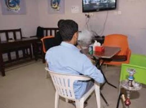 ضبط صاحب  مقهى في سوهاج لتقديمة الشيشة للزبائن