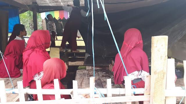 Kasihan, Dikampung Wapres RI, Sekolah Tak Layak Pakai, Murid MI Terpaksa Belajar di Lapangan