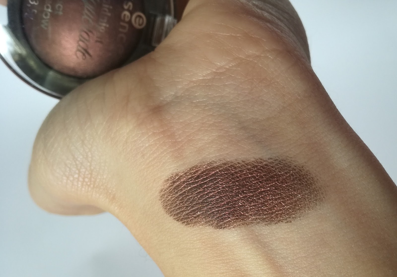 essence-midnight-masquerade-spooktacular-night-swatch