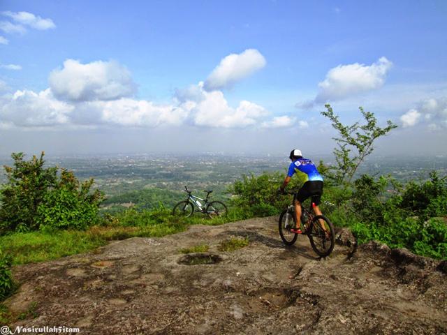 Bersepeda di puncak Mbucu atau Bucu_