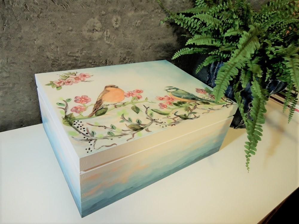 malowana skrzynia na skarby,  metoda dekupage, motyw roślinny