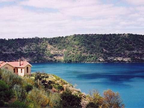 Danau Jernih
