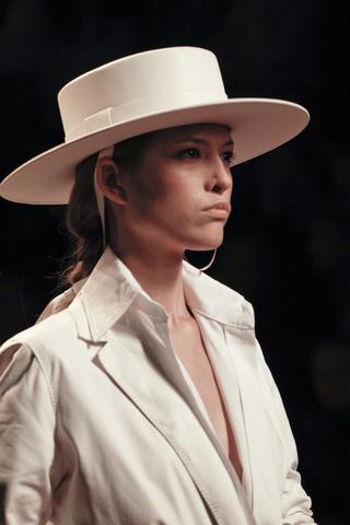 En este caso he visto que se le ha considerado como sombrero de gaucho  argentino y también como sombrero cordobés. Ambos son muy similares y ambos  son parte ... 6f4d9ecc7faf