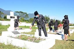 Heribertus Ngabut Hadiri Upacara Ziarah Hari Bhayangkara ke 75 di TMP Lalong Tanah