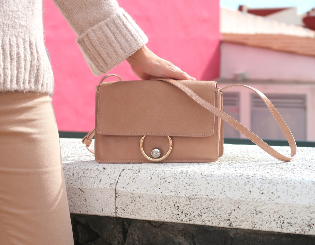 nude-outfit-mango-bag