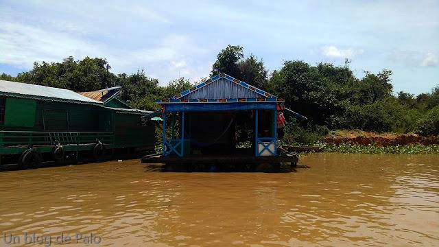 Tiendas Pueblo flotante Chong Khneas lago Tonlé Sap