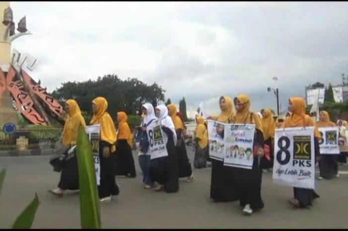 Simpatisan Kader PKS turun ke jalan bentuk Apresiasi di Peringatan HGN.