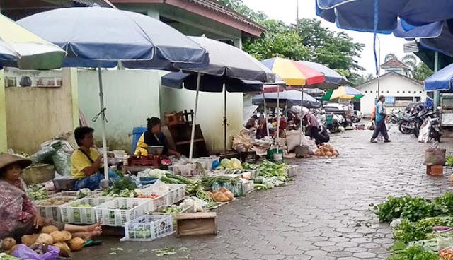 Kesedihan Pedagang Pasar: Dagangan Tak Laku, Ingin Pulang Kampung Dilarang