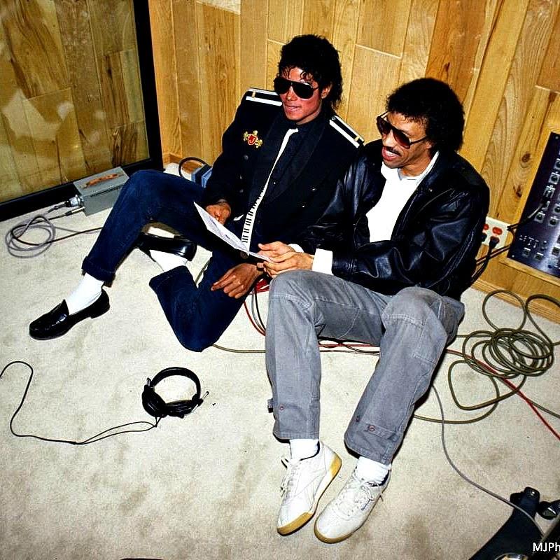 """Michael Jackson e Lionel Richie, os dois compositores de """"We Are the World"""""""