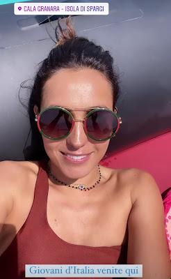 Caterina Balivo occhiali in gommone mare vacanze Isola di Spargi Sardegna 9 giugno 2021