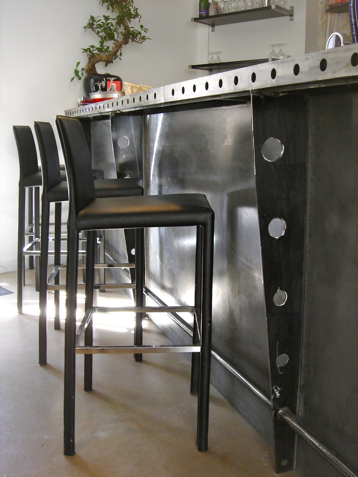 t m beton design comptoir de bar en beton ducal fer plat. Black Bedroom Furniture Sets. Home Design Ideas