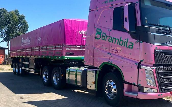 Librelato entrega Graneleiro Rosa para o Grupo Brambila em homenagem as mulheres
