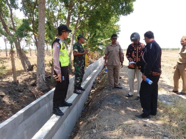 Babinsa Desa Cabean Pantau Hasil Pembangunan Irigasi
