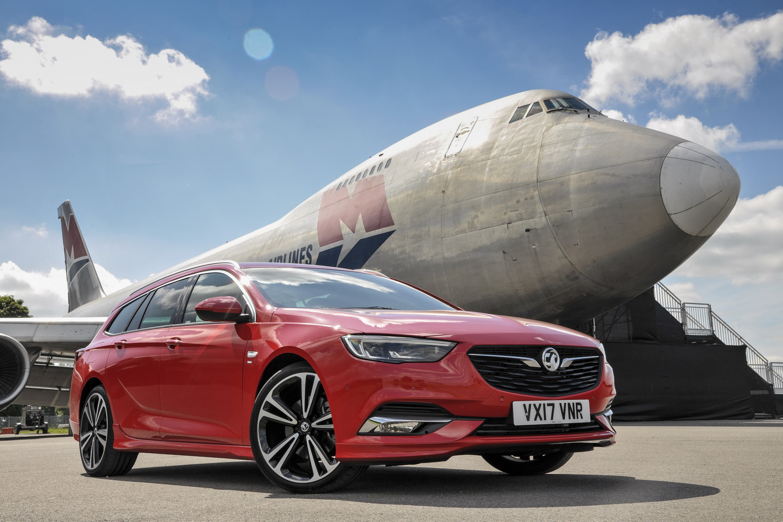 new vauxhall insignia sports tourer reaches the uk from. Black Bedroom Furniture Sets. Home Design Ideas