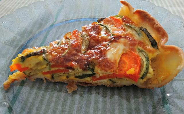 Porción d tarta de zucchini y zanahoria
