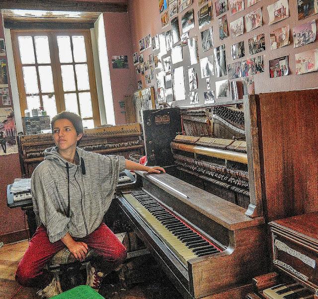 Oficina de conserto de pianos em Quito, Equador