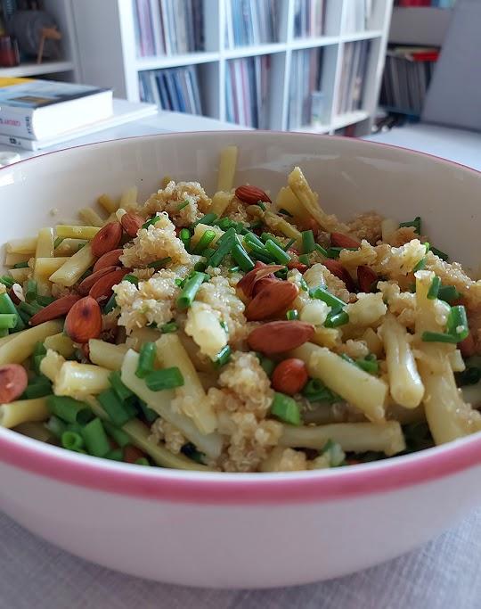 Sałatka z komosy ryżowej i fasolki szparagowej