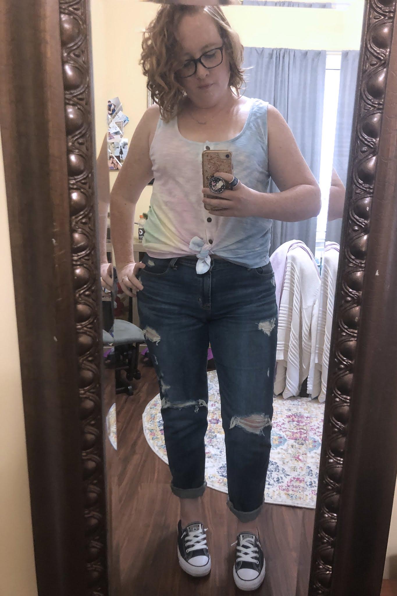 tie dye tank top boyfriend jeans converse