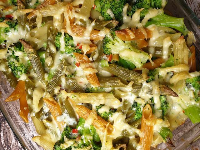 Zapiekanka makaronowa z brokułem i serem