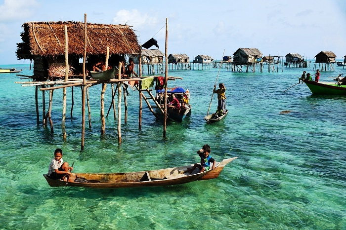 Sama-Bajau - The Tribe That Can Hold Breath For 13 Minutes
