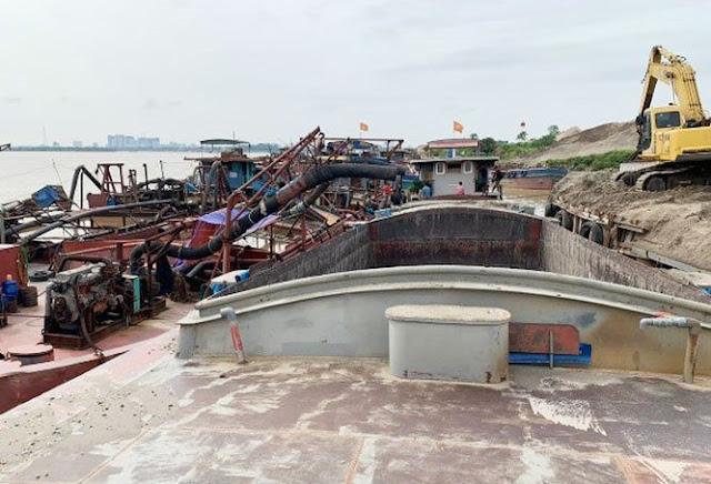 Bắt giam 15 khai thác cát trái phép trên Sông Hồng