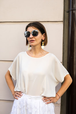 stylizacja, letnie przyjecie, stylizacje na letnie przyjecie, biała spódnica, polscy projektanci, kobieta, orska, okulary, poznan, stylistka, butik, stylizacje,