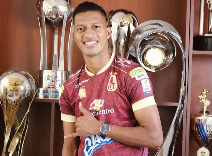 Es oficial: El ecuatoriano Jhon Narváez ya se puso la camiseta del DEPORTES TOLIMA