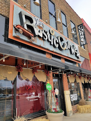 Shopping in Charles City, Iowa at the Rustic Corner - make personalized gifts with their engraving machine #MWTravel #ThisIsIowa