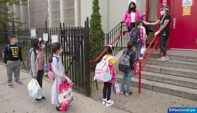 Nueva York vuelve a cerrar escuelas por coronavirus