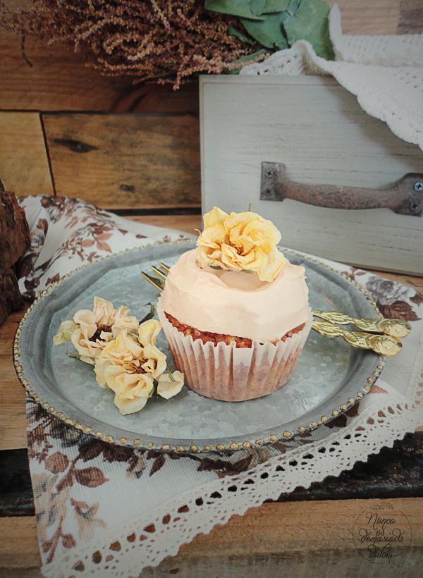 hummingbird-layer-cake-tarta-colibri-cupcakes-piña-coco-platano-nueces-queso-canela