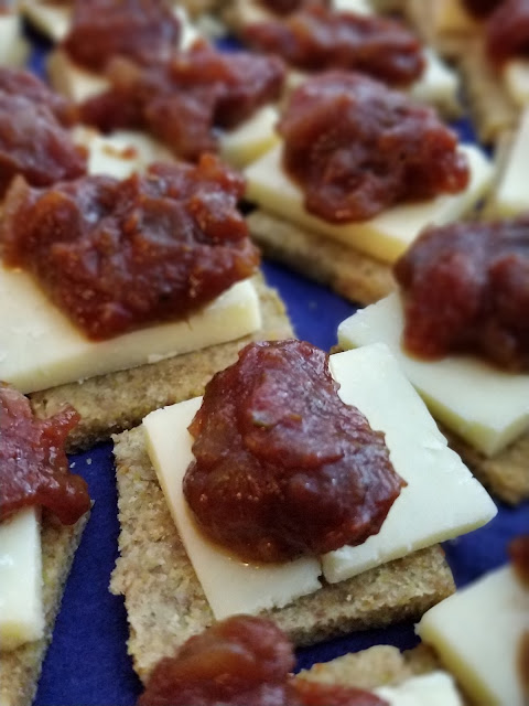 Cheese and crackers with Caribbean chutney