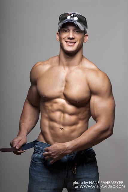 Nude Muscle Galleries 32