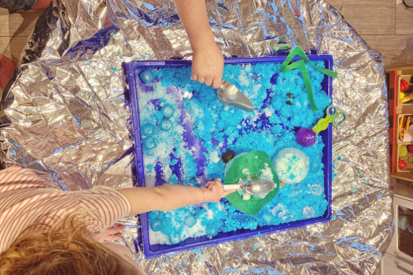 gelli baff and fake snow tuff tray melting snowman activity