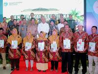 Menteri Agraria & Wali Kota Serahkan 500 Sertifikat Tanah Gratis