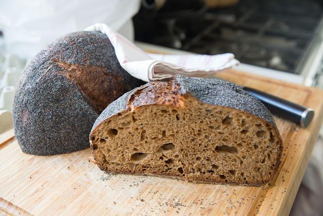 kanelilla ja fariinisokerilla maustettu leipä