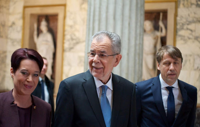 رئيس النمسا يلمح إلى موقفه بخصوص منع الحجاب