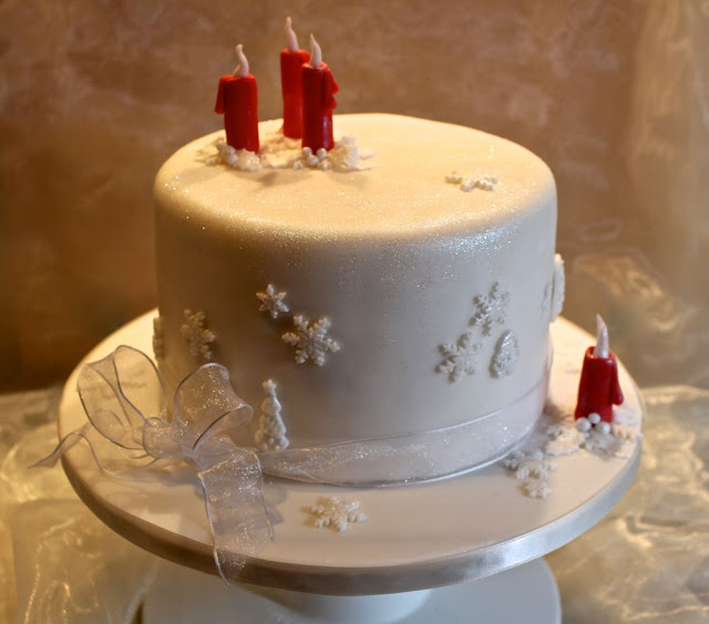 Adventstorte mit Fondantkleid