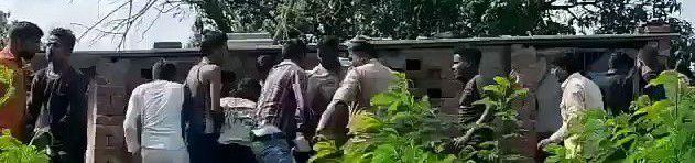 मिर्जापुर में लोहा व्यापारी की गोली मारकर हत्या, बदमाश को ग्रामीणों ने पीट-पीटकर मार डाला