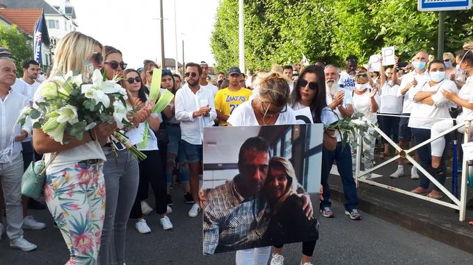 Baltųjų gyvybės nesvarbios. Prancūzijoje negrai keleivinio autobuso vairuotoją išvilko lauk ir užmušė