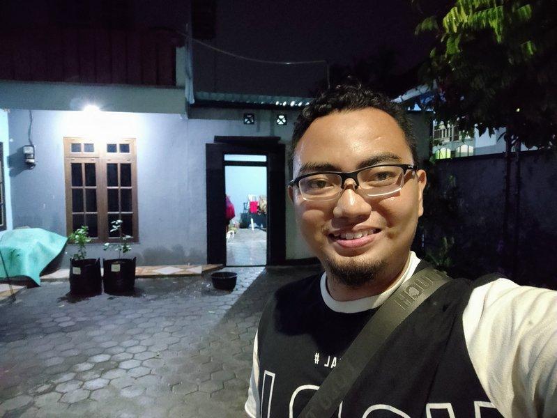 Hasil Foto Kamera Depan Xiaomi Mi 9 Lite