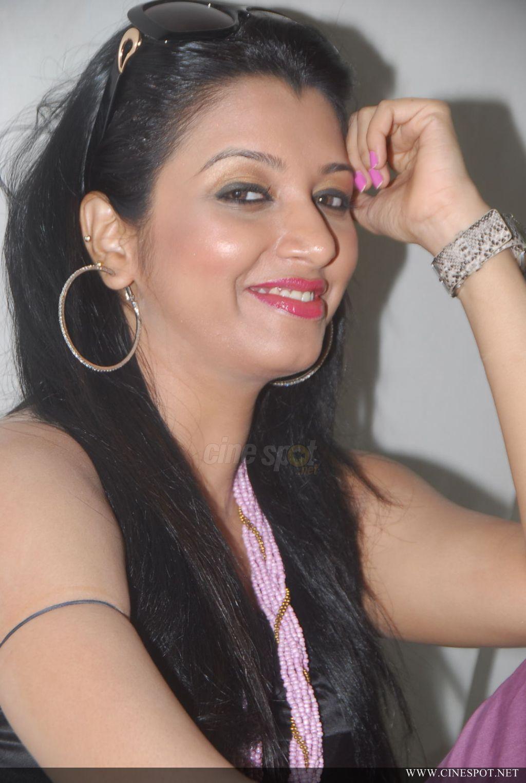 Sexy Woman Siddi Telugu Actress Photos Pics-6045