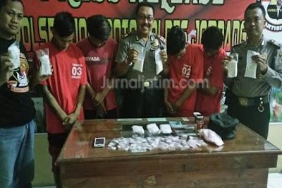 Tiga Pelajar dan Kuli Bangunan di Jombang Jadi Pengedar Pil Terlarang
