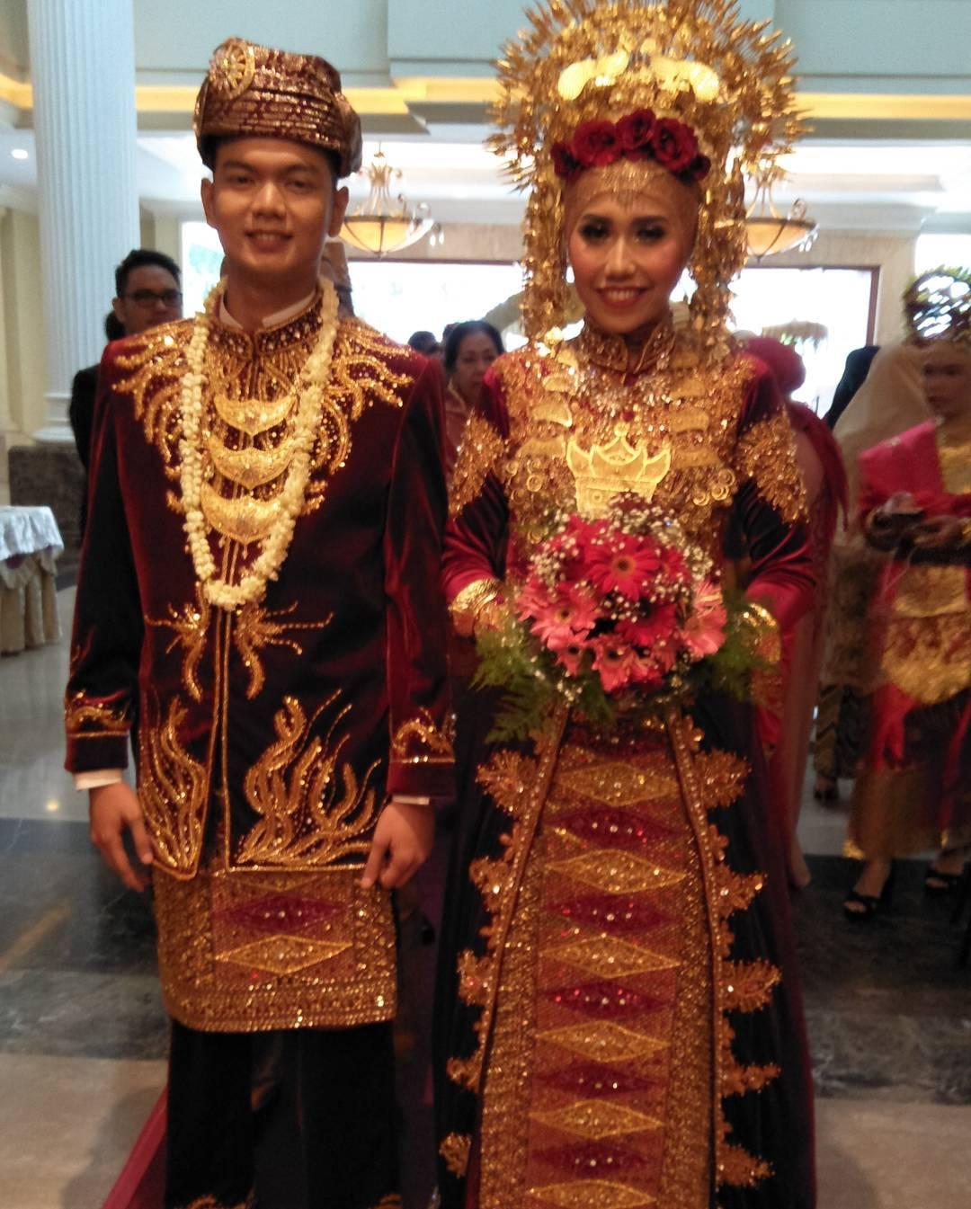 Sewa baju Padang pengantin padang di Jakarta hubungi telepon