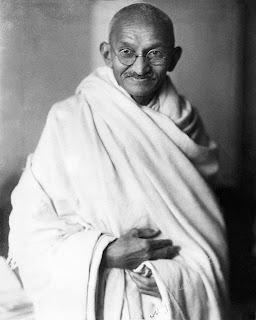 Gandhi se vêtait simplement